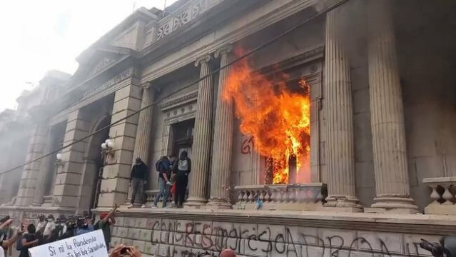 Guatemalan Protesters Set Fire to Congress Amid Mass Riots