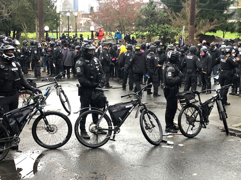 Police Attack Seattle Protesters Defending Cal Anderson Park From Sweep
