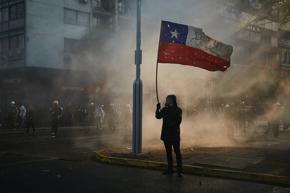 Hundreds Clash With Police At Protest in Santiago Demanding Release of All Political Prisoners