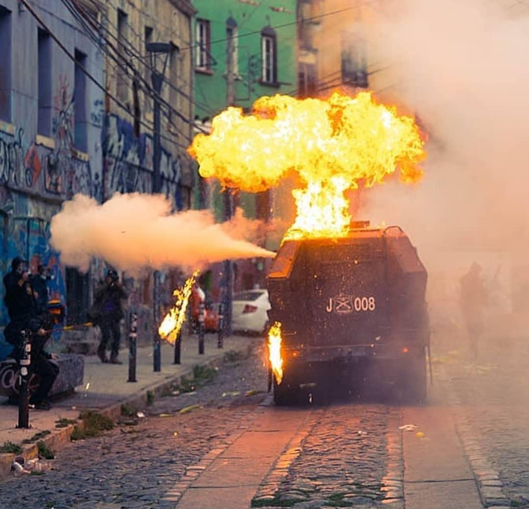 Chileans in Valparaíso Clash With Carabineros on Anniversary of Police Murders of Neco Moras & Ariel Moreno