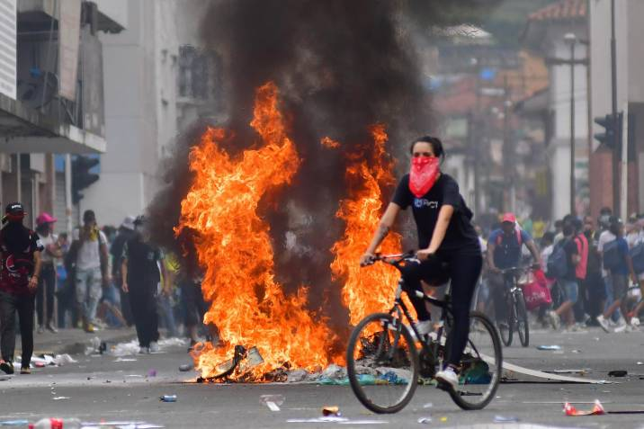 Thousands of Colombians in Cali Protest for 3rd Day Against Tributary Reform