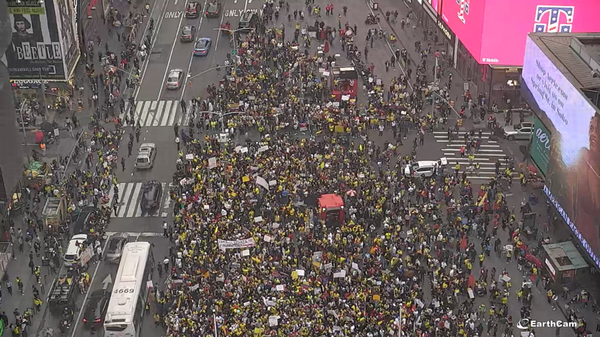 Thousands in New York Protest in Solidarity With Colombia